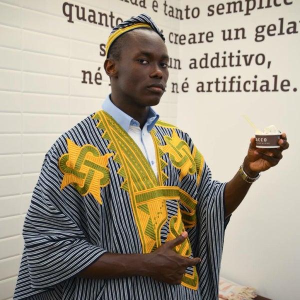 Principe Beugré: cocco della Costa d'Avorio, fava tonka e variegato di caramello al caffè. Notte in Oriente: crema di latte aromatizzato alla vaniglia e al marsala con composta di mango e cardamomo.