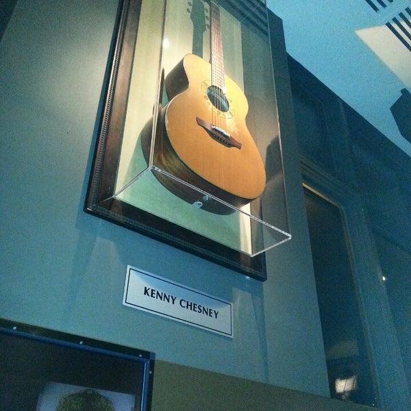 Photo taken at Hard Rock Cafe Nashville by Sivelisse on 7/5/2013