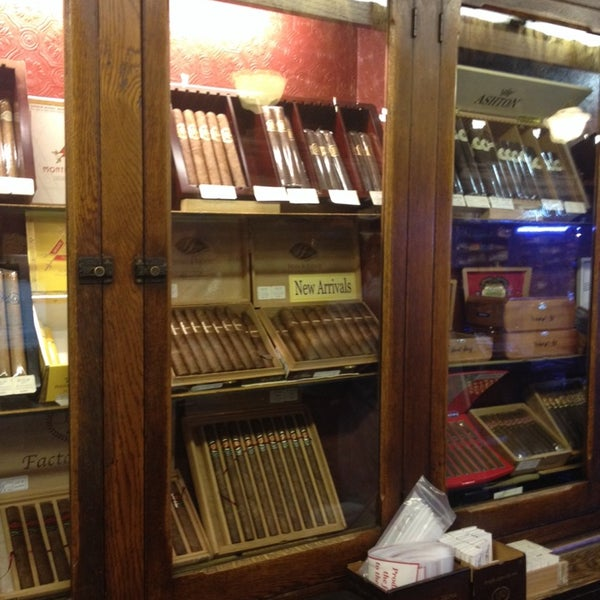 Photo prise au Georgetown Tobacco par J. Carlos G. le10/21/2013