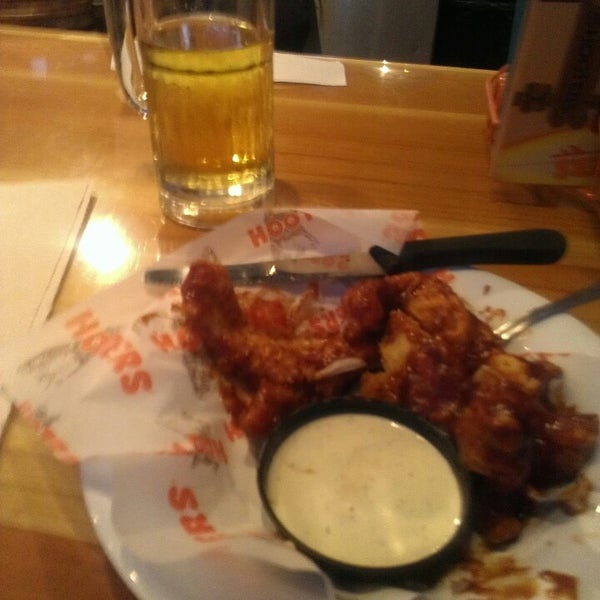 Photo taken at Hooters of Ontario by Rj F. on 2/7/2014