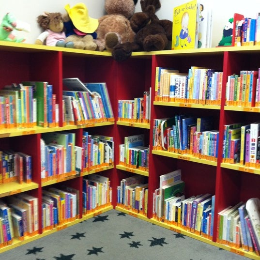 Das Foto wurde bei Geneva Public Library District von Chris V. am 9/28/2011 aufgenommen