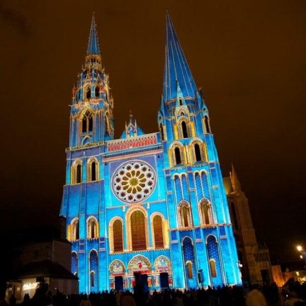 """Du 13 avril au 21 septembre 2013, venez découvrir la magie de """"Chartres en Lumières"""", tous les soirs dès la nuit tombée... A ne pas manquer !"""