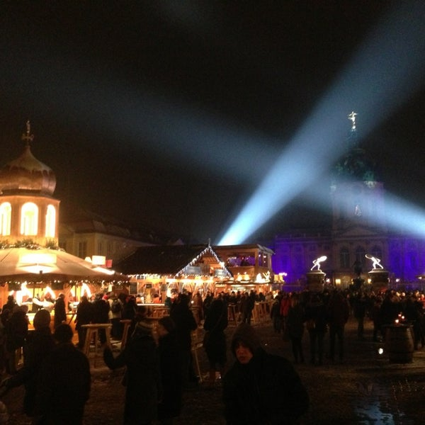 Photo taken at Weihnachtsmarkt vor dem Schloss Charlottenburg by Timo J. on 12/23/2012