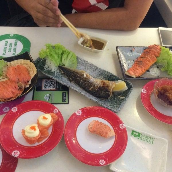 Photo taken at Sakae Sushi by iicy L. on 3/29/2014