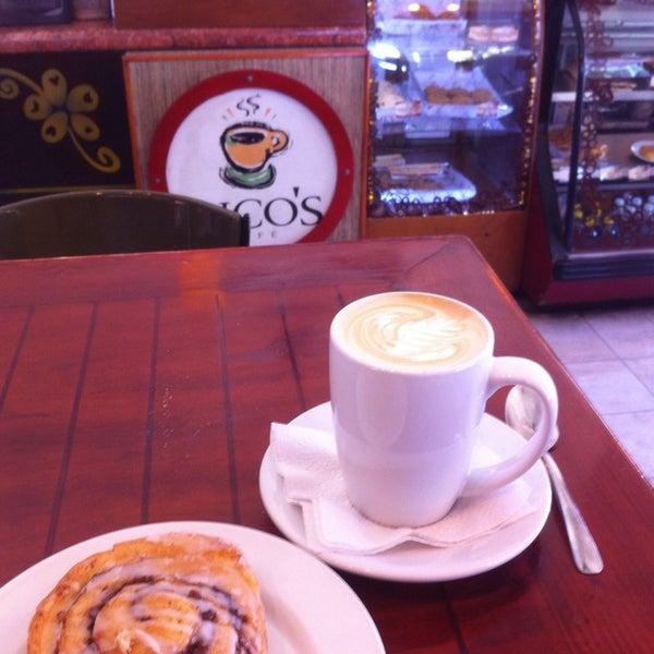 Foto tomada en Rico's Café Zona Dorada por Chris E. el 5/8/2014