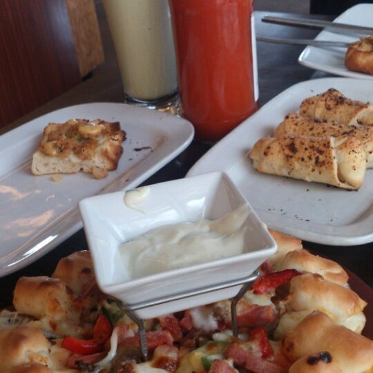 Photo taken at Pizza Hut by Aprie on 3/22/2014