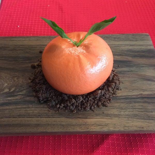 Uno de mis restaurantes favoritos. Recomendaciones: Borrego TESTAL, Pulpo, tacos de chapulines y, de postre, el mousse de mandarina (sólo en temporada). De lo mejor.