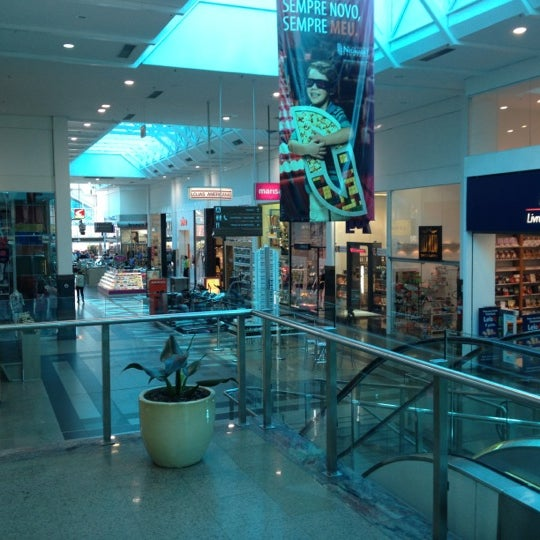 Foto tirada no(a) Shopping Neumarkt por Andrew B. em 9/17/2012