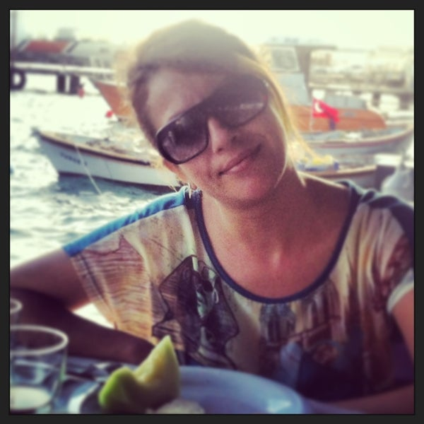 5/30/2013 tarihinde Gunes Ö.ziyaretçi tarafından Cunda Deniz Restaurant'de çekilen fotoğraf