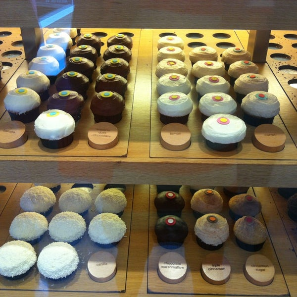 Photo taken at Sprinkles Cupcakes by Natali N. on 5/16/2013