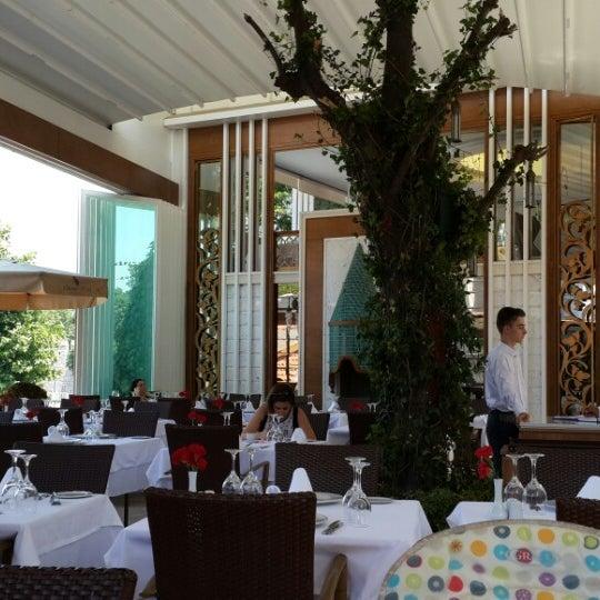 6/14/2014 tarihinde Kaan G.ziyaretçi tarafından Matbah Restaurant'de çekilen fotoğraf
