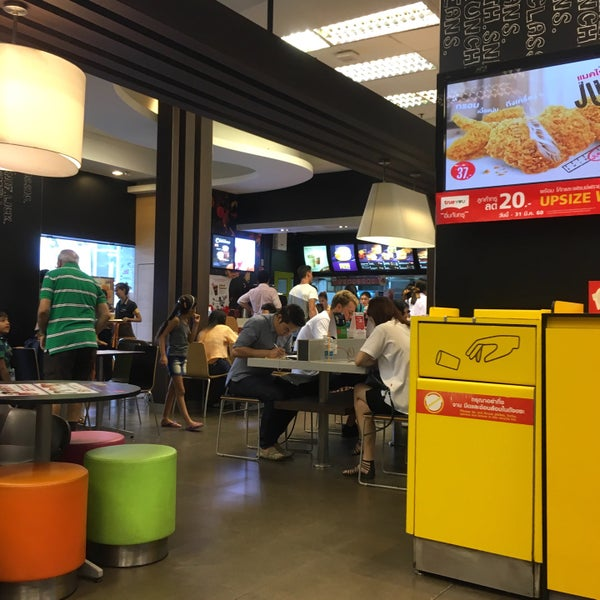 Photo taken at McDonald's by Taro on 8/16/2016
