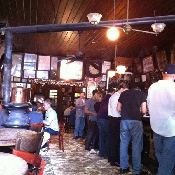 Photo prise au McSorley's Old Ale House par Enrique J. Q. le5/21/2013