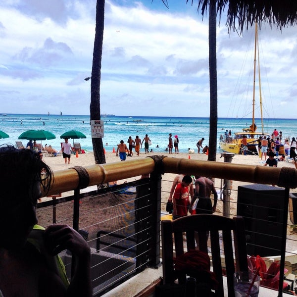 Photo taken at Duke's Waikiki by Ryan B. on 4/27/2014