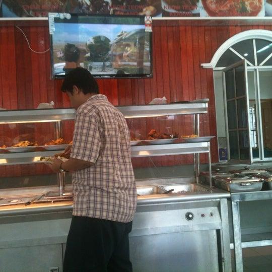 Photo taken at Restoran D'Warisan by Kerox A. on 11/2/2012