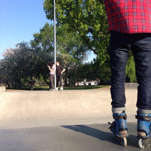 Das Foto wurde bei Скейт-парк «Садовники» von Настенька Ж. am 5/13/2015 aufgenommen
