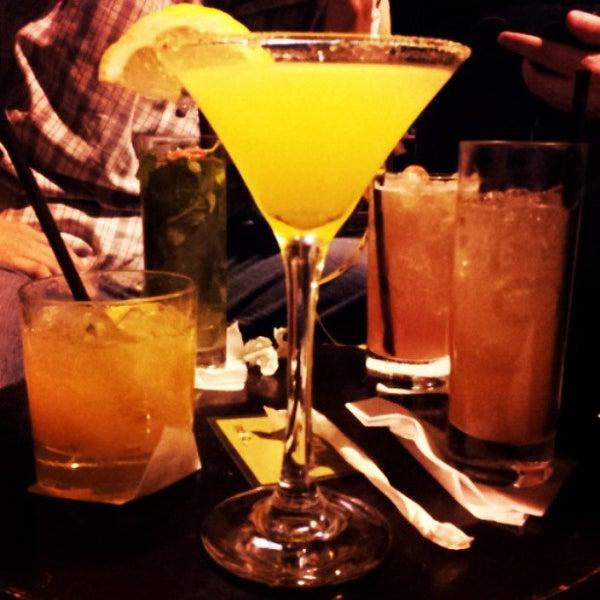 Foto tirada no(a) Meza Bar por Anderson S. em 5/11/2013