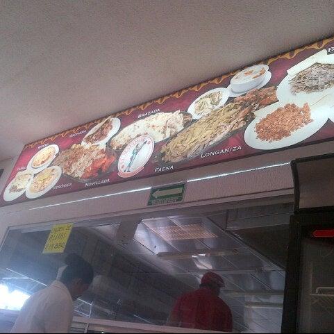 Foto tomada en Restaurante El Matador por Hali H. el 2/24/2013