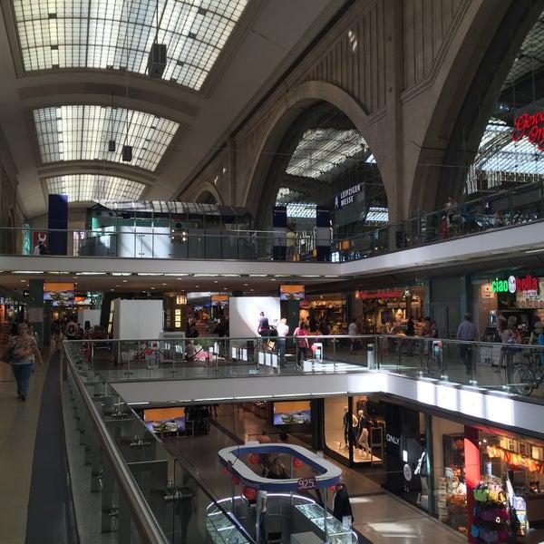 Das Foto wurde bei Promenaden Hauptbahnhof Leipzig von Thomas D. am 8/31/2016 aufgenommen