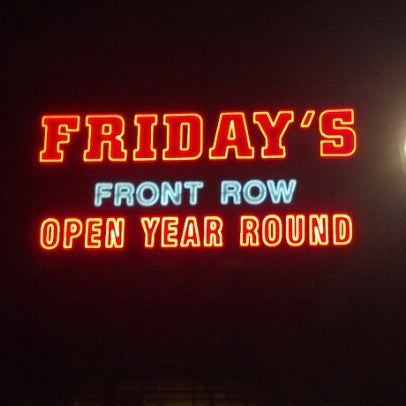Photo taken at TGI Fridays Front Row Sports Grill by Jesse A. on 12/13/2012