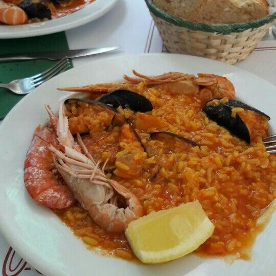 Foto tirada no(a) Oporto restaurante por Müge em 6/9/2016