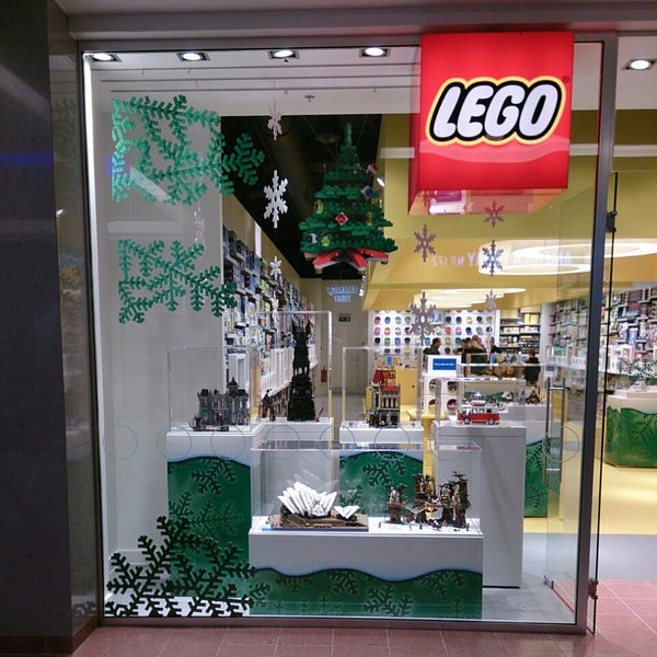 Photo taken at LEGO Store by Dirk F. on 11/19/2013