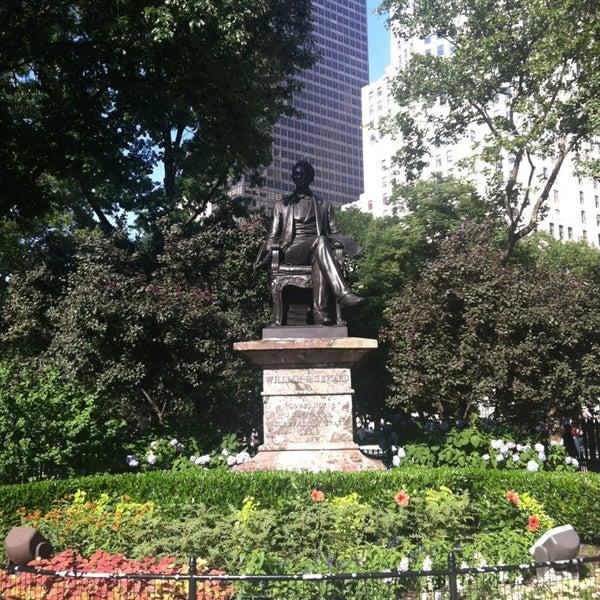 Foto diambil di Madison Square Park oleh Chris R. pada 6/29/2013