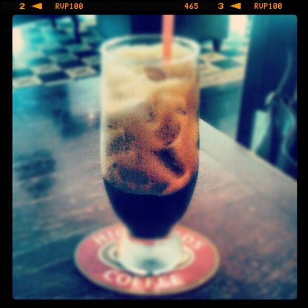 Photo taken at Highland Coffee @ BIG C by Siêu N. on 11/25/2012