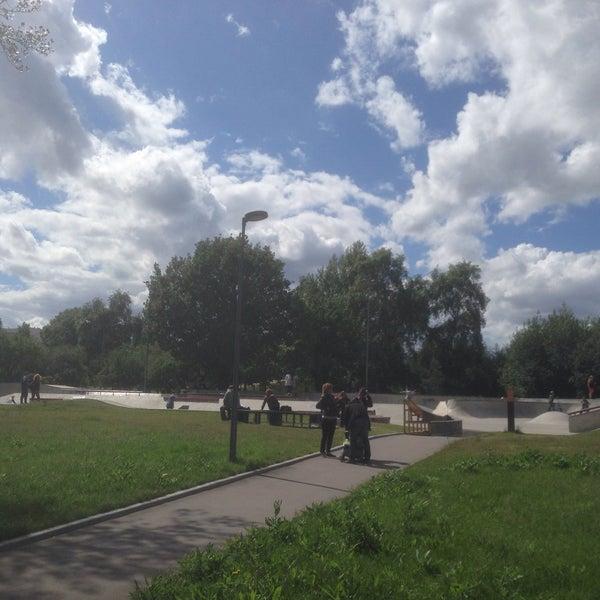 Das Foto wurde bei Скейт-парк «Садовники» von Вадим Ш. am 6/13/2016 aufgenommen