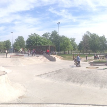 Das Foto wurde bei Скейт-парк «Садовники» von Вадим Ш. am 5/15/2016 aufgenommen