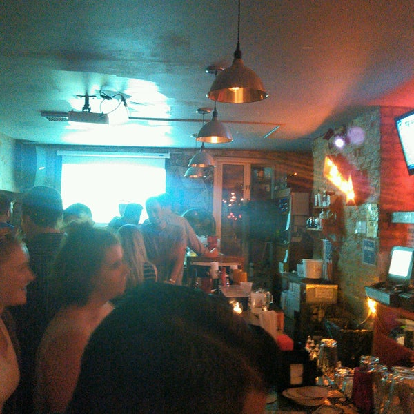 Photo taken at Double Wide Bar & Southern Kitchen by Leché on 9/23/2016