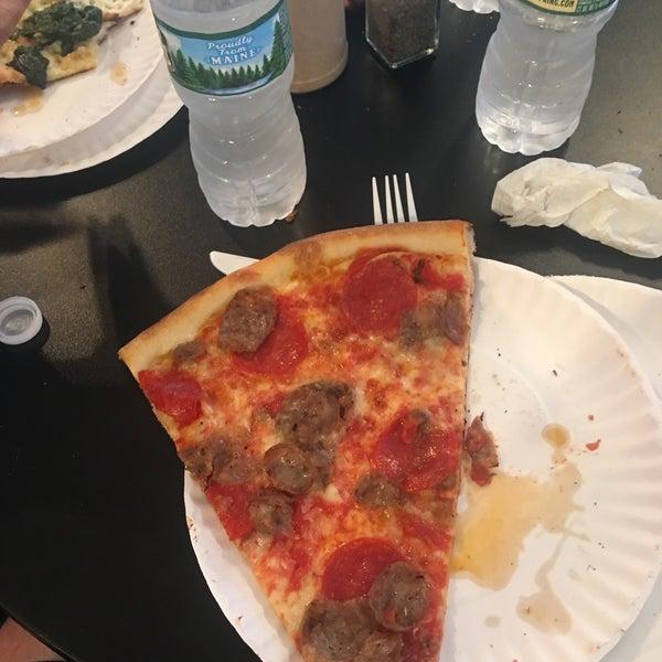 Foto tomada en Joe's Pizza por Heath B. el 5/12/2018