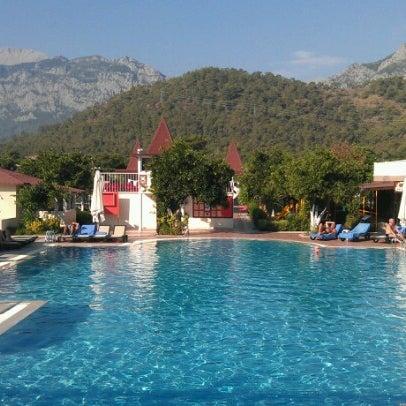 9/29/2012 tarihinde Andrey K.ziyaretçi tarafından Garden Resort Bergamot'de çekilen fotoğraf