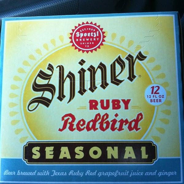 รูปภาพถ่ายที่ Binny's Beverage Depot โดย Mary Kay H. เมื่อ 5/17/2013
