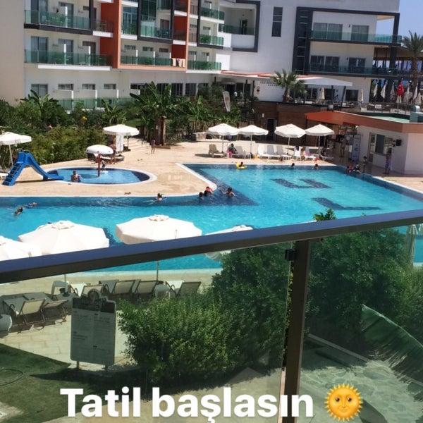 รูปภาพถ่ายที่ Ulu Resort Hotel โดย Aybüke Ç. เมื่อ 8/25/2017