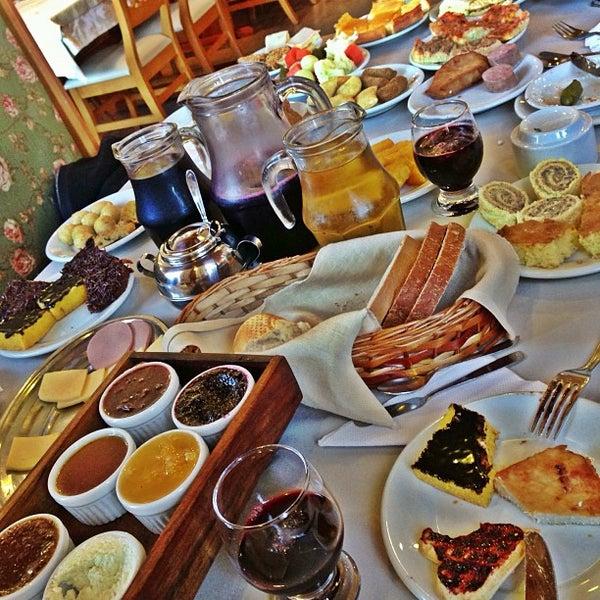 Foto tirada no(a) Bela Vista Café Colonial por Laurinha M. em 7/26/2013