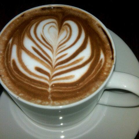 Foto tomada en Gaslight Coffee Roasters por Jen B. el 11/3/2012