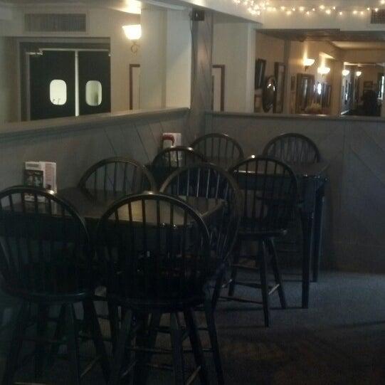 Foto diambil di Hunter's Grille & Tap @ The Grafton Inn oleh Guy B. pada 10/5/2013