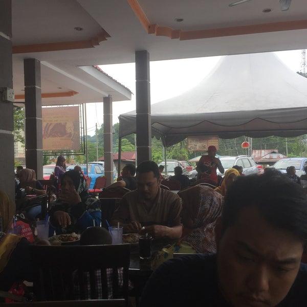 Photo taken at Restoran D'Warisan by Firshah Rezza on 5/10/2017