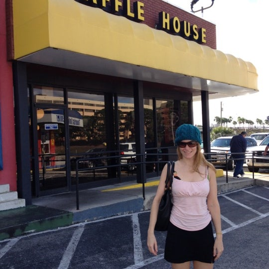 Photo taken at Waffle House by Robyn K. on 12/16/2012