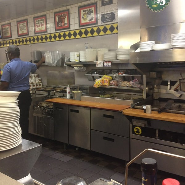 Photo taken at Waffle House by Andre M. on 3/24/2013