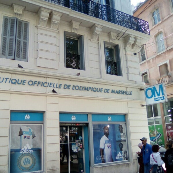 Boutique officielle de l 39 olympique de marseille om for Decoration chambre olympique de marseille