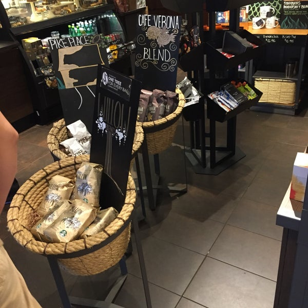 Photo taken at Starbucks by Joshua on 9/16/2016