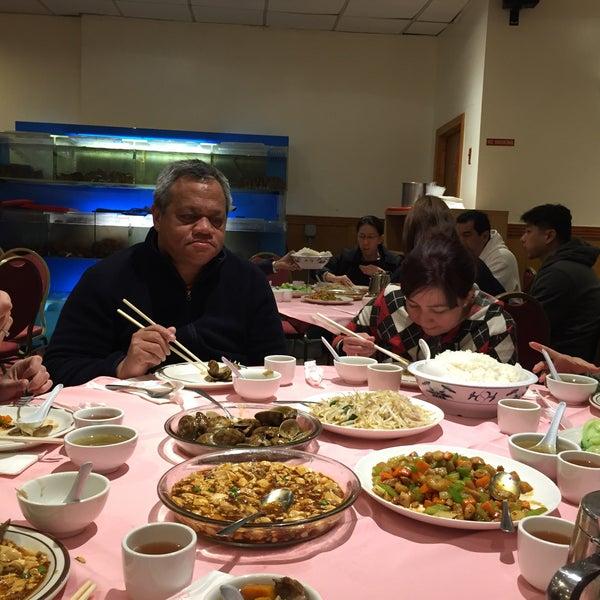 Photo taken at Moon Villa Restaurant by Maria Carla A. on 10/9/2015