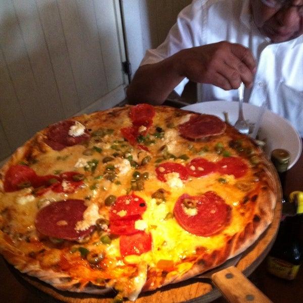 Foto tomada en Rocco & Simona Pizza al Forno por Arturo M. el 7/4/2013
