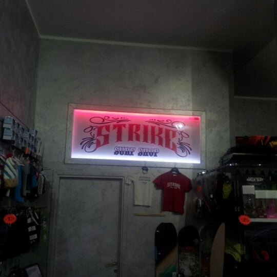 Foto scattata a Strike Surf Shop da Rumore S. il 1/23/2013