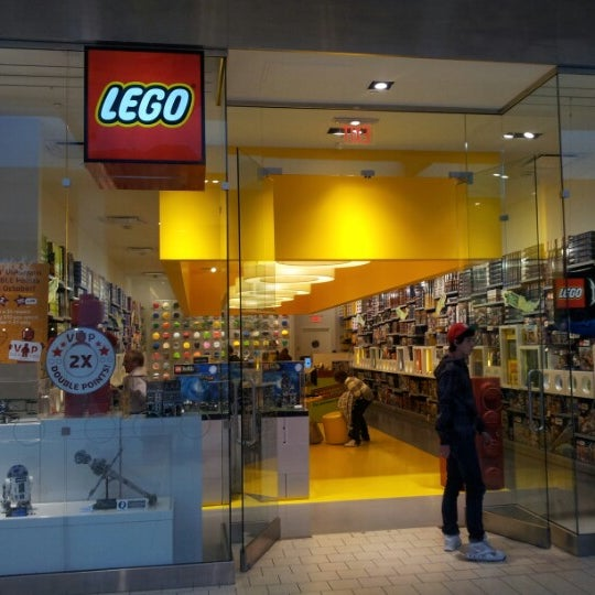 Photo taken at The LEGO Store by Jasmo •. on 10/22/2012