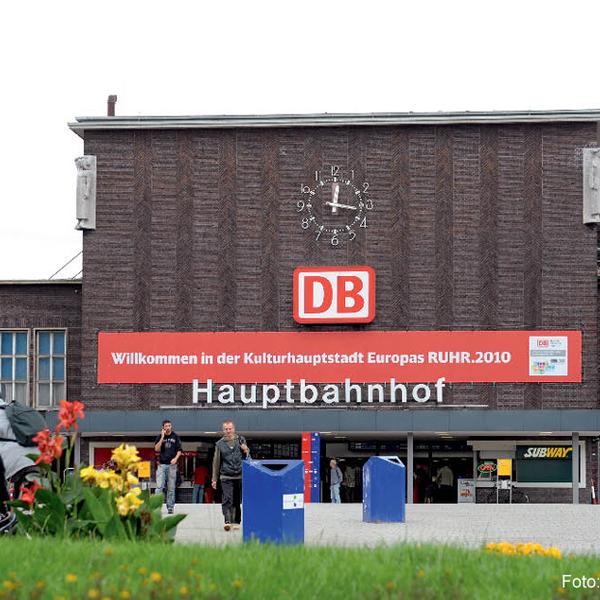 Shopping: Mit seinen 26 Geschäften bietet der Hauptbahnhof Duisburg einige Möglichkeiten, den kleinen Hunger zu stillen oder genügend Lesestoff für die nächste Bahnreise zu kaufen.