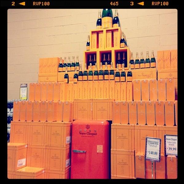 รูปภาพถ่ายที่ Binny's Beverage Depot โดย Cynthia B. เมื่อ 10/6/2012
