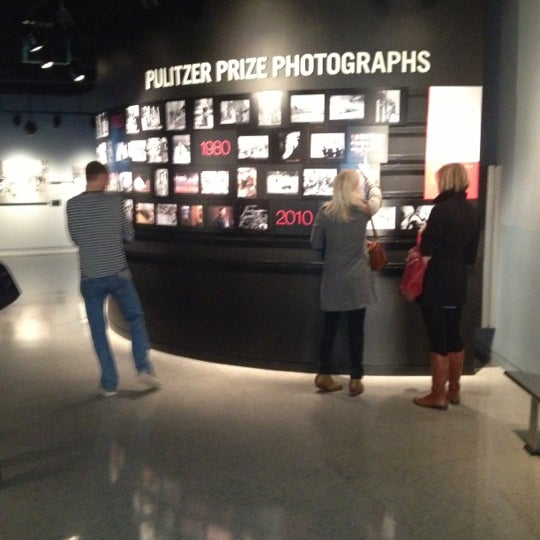 Foto tirada no(a) Newseum por Camila S. em 12/1/2012